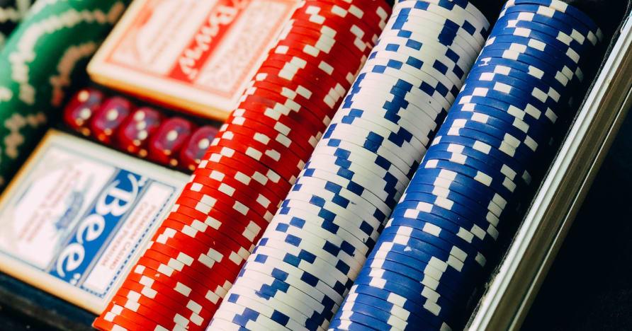 Steigen Sie in Texas Hold'em ein